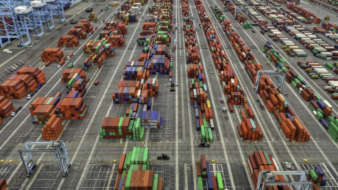 portrait-carrier-liability-vs-all-risk-cargo-insurance