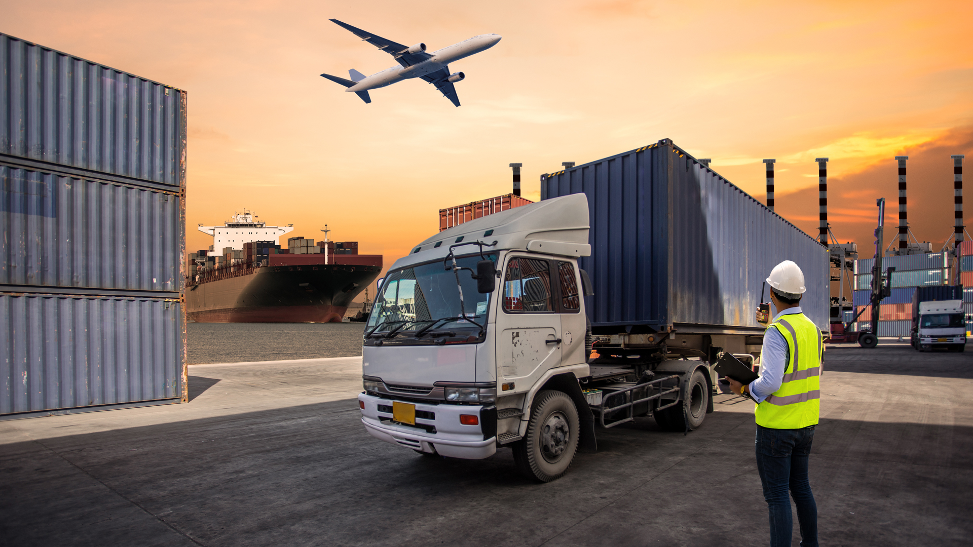 Transloading vs Cross Docking: Which one is better for your business?